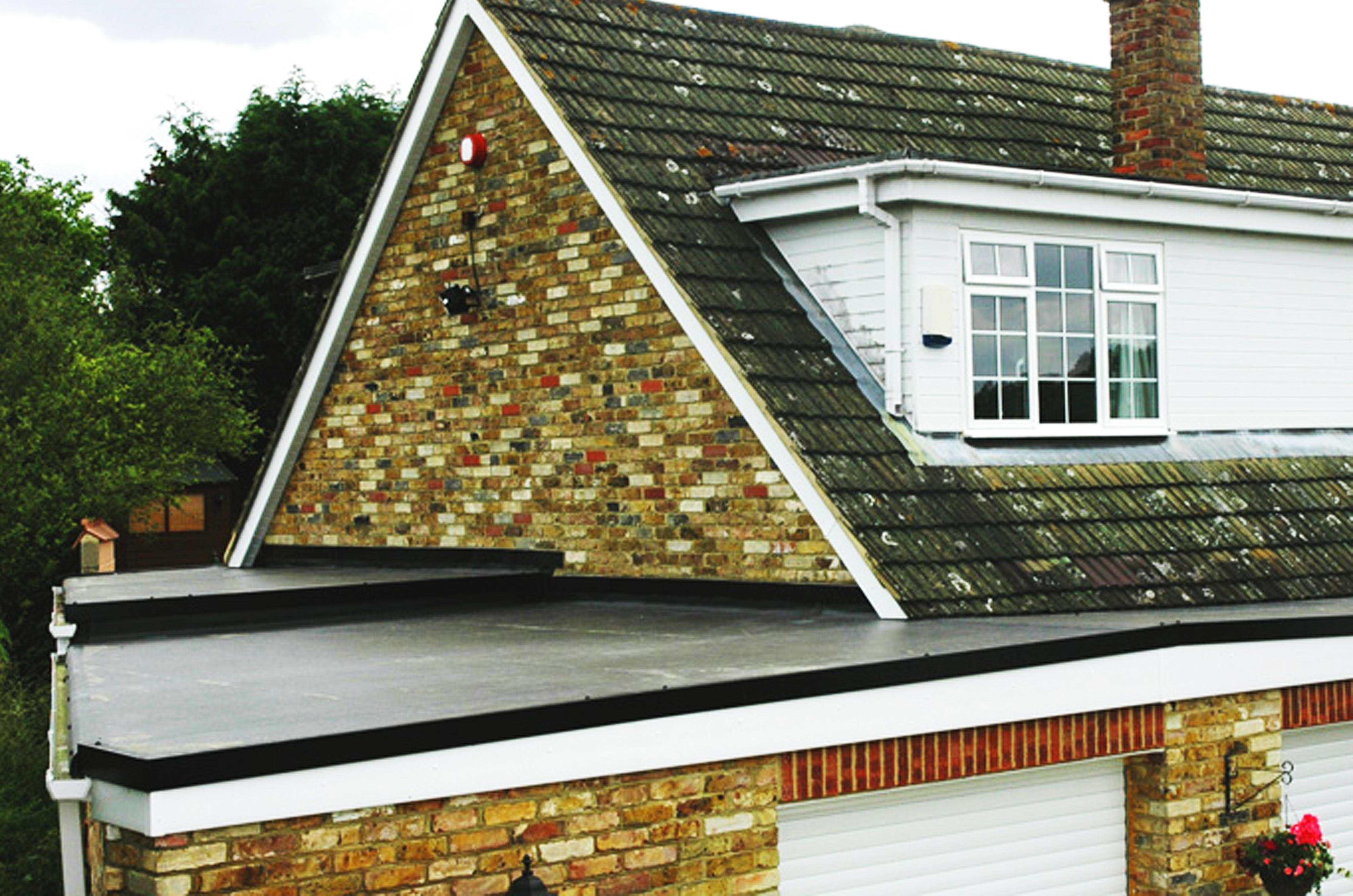 Plochá časť strechy pokrytá materiálom EPDM