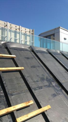 celoplošne lepené EPDM na šikmej streche 2